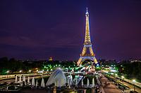 Le Tour Eiffel à La Nuit (Eiffel Tower @ Night)