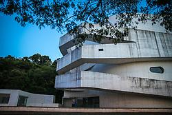 Fachada da Fundação Iberê Camargo em Porto Alegre, prédio do arquiteto português Álvaro Siza que conquistou, em 2002, o Leão de Ouro da Bienal de Arquitetura de Veneza. Atualmente a Fundação passa por problemas e a única exposição e do acervo próprio do Iberê Camargo. FOTO: Jefferson Bernardes/ @AgenciaPreview