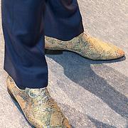 NLD/Den Haag/20180323 - Huldiging Olympische en Paralympische medaillewinnaars, Mascolori schoenen van Hugo de Jonge
