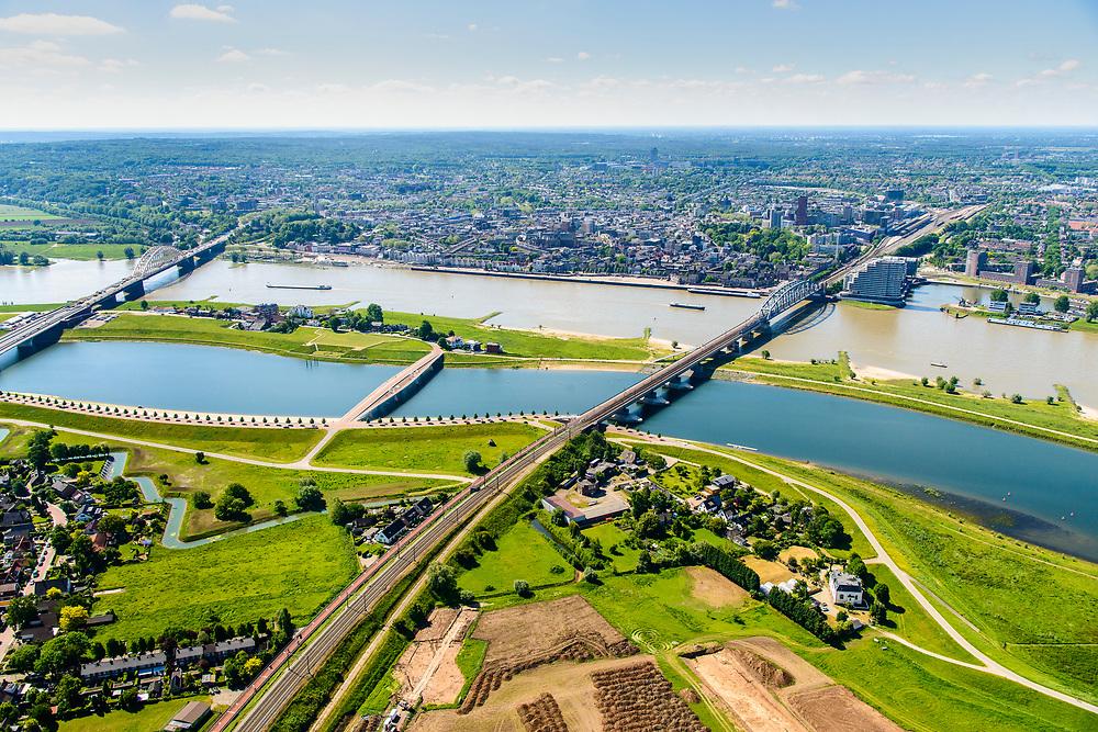 Nederland, Gelderland, Nijmegen, 29-05-2019; Nijmegen en Veur-Lent, Spiegelwaal met onder andere fietsbrug De Zaligebrug en de spoorbrug.<br /> Nijmegen and Veur-Lent, view of the newly constructed high water channel, the Spiegelwaal.<br /> <br /> luchtfoto (toeslag op standard tarieven);<br /> aerial photo (additional fee required);<br /> copyright foto/photo Siebe Swart
