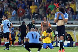 Marcelo comemora vitória do Brasil diante dos jogadores do Uruguai na semi-fina da Copa das Confederações, no Estádio Mineirão, em Belo Horizonte-MG. FOTO: Jefferson Bernardes/Preview.com