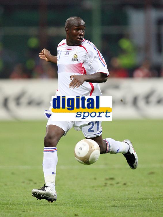 """Lassana Diarra (France)<br /> Milano 8/9/2007 Stadio """"Giuseppe Meazza""""<br /> Qualificazioni Campionato Europeo 2008<br /> Italia-Francia (0-0) /Italy-France (0-0)<br /> Photo Luca Pagliaricci INSIDE"""