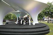Hans Ulrich Olbrist, Julia Peyton-Jones,  Zaha Hadid, Patrick Schumacher and Nadja Swarovski.  Serpentine Gallery. Lilas an installation by Zaha Hadid architects. 11 July 2007.  -DO NOT ARCHIVE-© Copyright Photograph by Dafydd Jones. 248 Clapham Rd. London SW9 0PZ. Tel 0207 820 0771. www.dafjones.com.