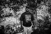 NOUVELLE CALEDONIE, HIENGHENE, Tiendanite - Aout 2013  - Portrait de Lucien COUHIA. Il est le chef du clan Couhia et est le maitre de Ignames dans la tribu de Tiendanite. Il décide du calendrier de l'igname et fait la première marmite.