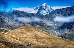 15-09-2017 ITA: BvdGF Tour du Mont Blanc day 6, Courmayeur <br /> We starten met een dalende tendens waarbij veel uitdagende paden worden verreden. Om op het dak van deze Tour te komen, de Grand Col Ferret 2537 m., staat ons een pittige klim (lopend) te wachten. Na een welverdiende afdaling bereiken we het Italiaanse bergstadje Courmayeur. Xander, Marion