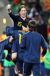 11.07.2010, Soccer-City-Stadion, Johannesburg, RSA, FIFA WM 2010, Finale, Niederlande (NED) vs Spanien (ESP) im Bild Sergio Ramos feiert den WM Titel, EXPA Pictures © 2010, PhotoCredit: EXPA/ InsideFoto/ Perottino *** ATTENTION *** FOR AUSTRIA AND SLOVENIA USE ONLY! / SPORTIDA PHOTO AGENCY