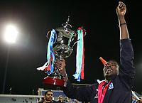 Fotball<br /> Bundesliga <br /> 10.01.2007<br /> Foto: Witters/Digitalsport<br /> NORWAY ONLY<br /> <br /> Thimothee Atouba mit dem Pokal<br /> Fussball Dubai Challenge 2007 Hamburger SV - Vereinigte Arabische Emirate (UAE) / Forenede Arabiske Emirater