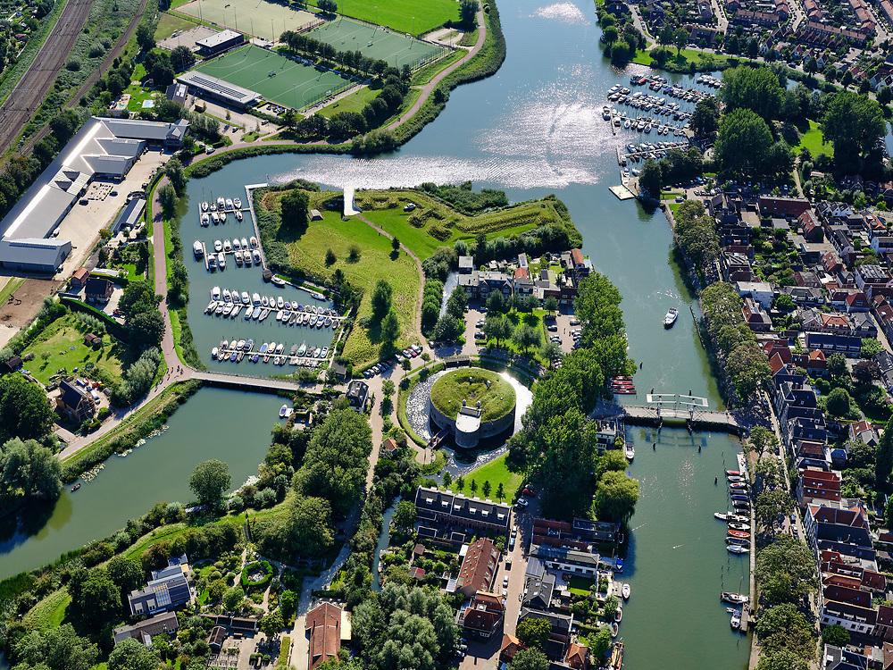 Nederland, Noord-Holland, Weesp, 02-09-2020; centrum van Weesp, met rivier de Vecht. Verder onder andere Grote - of St.Laurenskerk en Torenfort aan de Ossenmarkt, onderdeel van de Stelling van Amsterdam.<br /> City center of Weesp, with the Vecht river. Also included Grote - or St. Laurenskerk and Fort Ossenmarkt.<br /> luchtfoto (toeslag op standard tarieven);<br /> aerial photo (additional fee required);<br /> copyright foto/photo Siebe Swart