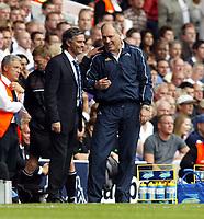Fotball<br /> England 2005/2006<br /> Foto: SBI/Digitalsport<br /> NORWAY ONLY<br /> <br /> Tottenham v Chelsea<br /> The Barlcays Premiership.<br /> 27/08/2005.<br /> Jose Mourinho and Martin Jol share a joke
