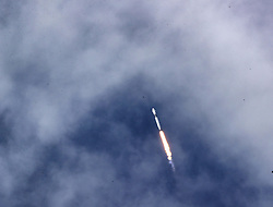 The SpaceX Falcon 9 rocket, carrying astronauts Doug Hurley and Bob Behnken in the Crew Dragon capsule, lifts off from Kennedy Space Center, FL, USA, on Saturday, May 30, 2020. The SpaceX Demo-2 mission is the first crewed launch of an orbital spaceflight from the U.S. in nearly a decade. Photo by Joe Burbank/Orlando Sentinel/TNS/ABACAPRESS.COM