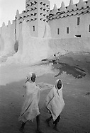 MALI. Djenne. 5/01/1986: Water well in front of the mosque.