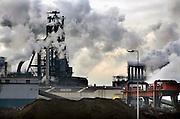 Nederland, Velsen, 26-2-2006Beverwijk, IJmuiden, Wijk aan zee.Corus, hoogovens. Metaalindustie, staalproductie, staalproduktie, zware industrie, vraag en aanbod staal op wereldmarkt, smelterij, luchtvervuiling, luchtverontreiniging, milieu, milieuvervuiling, luchtkwaliteit, stof, stofdeeltjes, economie, british steel, fusie, werkgelegenheidFoto: Flip Franssen/Hollandse Hoogte