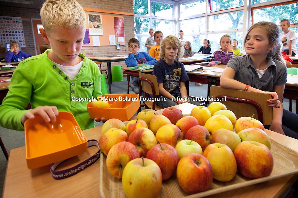 rosmalen,op bs het ven werden gruitentrommeltjes verstrekt waar een appel inpast.
