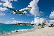 Maho Beach. Delta Airlines Boeing 757 landing at Juliana Airport.