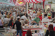 Moscow, Russia, 31/08/2002.&#xD;Crowds at the newly opened Auchan hypermarket.&#xD;&#xD;&#xD;<br />
