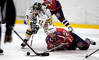 Ishockey<br /> 4. semifinale i NM<br /> Lørenskog Ishall 22.03.10<br /> Lørenskog - Stavanger Oilers<br /> Teemu Virtala i duell med en liggende Tobias Lindstrøm<br /> Foto: Eirik Førde
