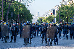 © Licensed to London News Pictures. 21/09/2019. Paris, France. Police maintain a cordor as protesters clash with police at a climate change demonstration in Paris. Photo credit: Peter Manning/LNP