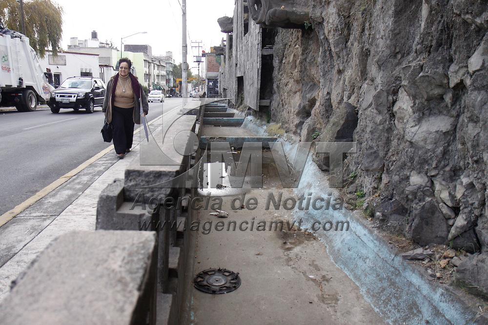 TOLUCA, México.- El ayuntamiento de Toluca anuncio en días pasados que comenzara la remodelación del Calvario de Toluca, algunas de sus plazas lucen muy descuidadas como la Plaza de los Jaguares y la del Calendario Azteca. Agencia MVT / Crisanta Espinosa. (DIGITAL)