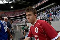 Photo: Daniel Hambury.<br />Manchester United v FC Porto. Amsterdam Tournament. <br />04/08/2006.<br />Manchester's Michael Carrick makes his debut.