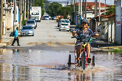 June 7, 2017 - Vários locais de Sorocaba, interior de SP, amanheceram inundados após 3 dias de muita chuva. Desde domingo já havia acumulado de 125mm de precipitação, mais do que o previso para o junho inteiro e recorde histórico desde 1983. Na foto o bairro residencial nos entornos do Parque das Águas, que ainda está praticamente inundado, devido ao transbordamento do Rio Sorocaba que corta a cidade. (Credit Image: © Cadu Rolim/Fotoarena via ZUMA Press)
