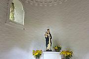 Nederland, Megen, 19-8-2014In een wegkapelletje langs de weg staat dit Mariabeeldje. Er kunnen kaarsjes gebrand worden.FOTO: FLIP FRANSSEN/ HOLLANDSE HOOGTE