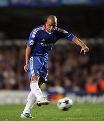 28.09.2010, Stamford Bridge, London, ENG, UEFA Champions League, Chelsea vs Olympique Marseille, im Bild .Alex of Chelsea hits the post with this freekick   during the Match Chelsea v Marseille, Group F, of  the UCL ( Uefa Champions League Group stages)  at Stamford Bridge in London. EXPA Pictures © 2010, PhotoCredit: EXPA/ IPS/ Marcello Pozzetti +++++ ATTENTION - OUT OF ENGLAND/UK +++++ / SPORTIDA PHOTO AGENCY