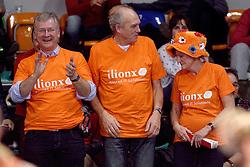 09-01-2016 TUR: European Olympic Qualification Tournament Rusland - Nederland, Ankara<br /> De Nederlandse volleybalsters hebben de finale van het olympisch kwalificatietoernooi tegen Rusland verloren. Oranje boog met 3-1 voor de Europees kampioen (25-21, 22-25, 25-19, 25-20) / Oranje publiek vader Myrthe, ouders Quinta