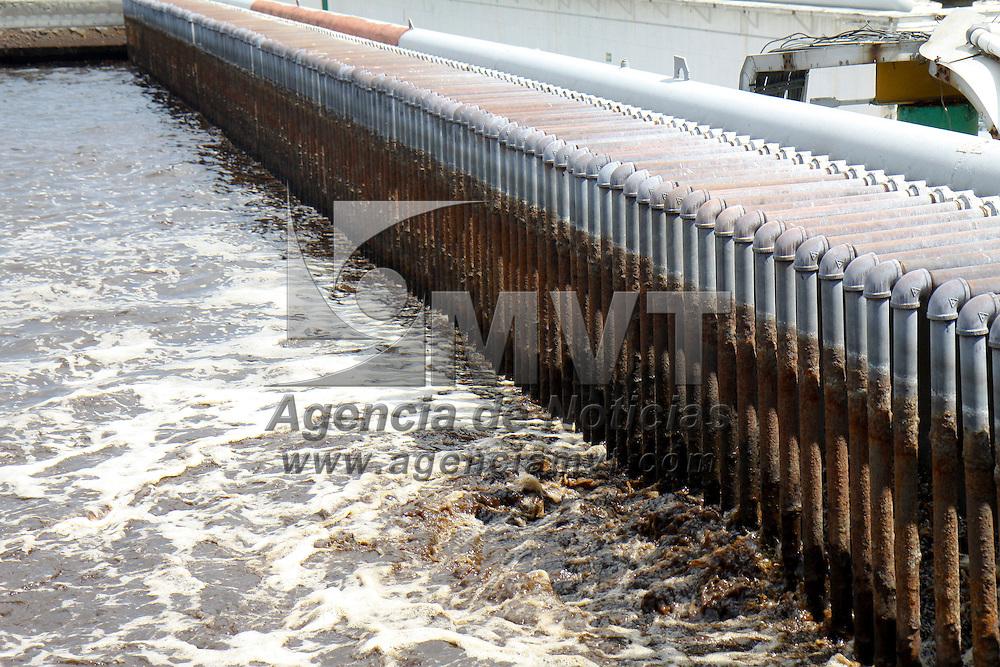 LERMA, México.- Aspectos de Reciclagua Ambiental S.A. de C.V, que cuenta con una capacidad de tratamiento de 400 L/s y se encuentran incorporadas 165 empresas de la zona industrial de Toluca y Lerma, y las aguas de origen urbano y de servicios. Agencia MVT / Crisanta Espinosa. (DIGITAL)