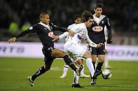 FOOTBALL - FRENCH CHAMPIONSHIP 2009/2010  - L1 - OLYMPIQUE LYONNAIS v GIRONDINS BORDEAUX - 13/12/2009 - PHOTO JEAN MARIE HERVIO / DPPI - CESAR DELGADO (OL) / JUSSIE (BDX)