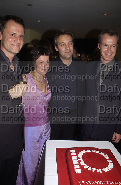 Michael Grandage, Caro and Sam Mendes. Uncle Vanya, Donmar Warehouse and afterwards at 1 Aldwych. 30 September 2002. © Copyright Photograph by Dafydd Jones 66 Stockwell Park Rd. London SW9 0DA Tel 020 7733 0108 www.dafjones.com