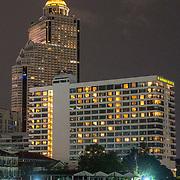 NLD/Bangkok/20180713 - Vakantie Thailand 2018, gebouwen langs de oevers van Bangkok