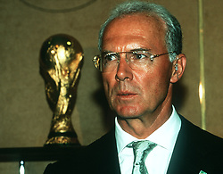 August 10, 1999 - 990810 Franz Beckenbauer. I bakgrunden VM-pokalen Coupe Jules Rimet.© Bildbyran - © 3 (Credit Image: © Bildbyran via ZUMA Press)