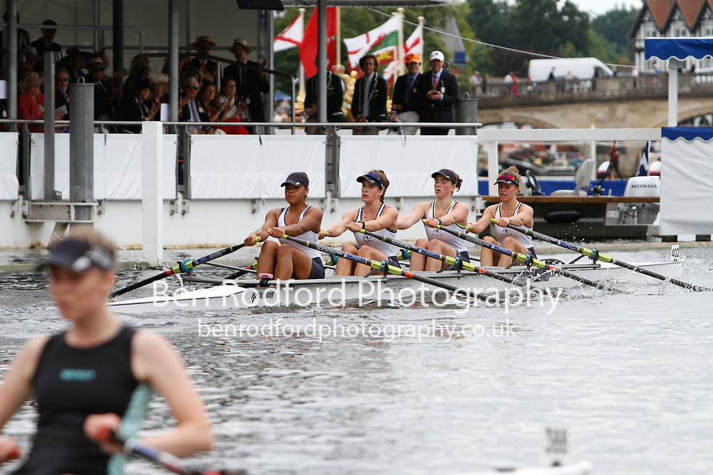 Race: 59 - Event: JUBILEE - Berks: 402 HENLEY R.C. 'A' - Bucks: 388 BECKET R.C 'B'<br /> <br /> Henley Royal Regatta 2017<br /> <br /> To purchase this photo, or to see pricing information for Prints and Downloads, click the blue 'Add to Cart' button at the top-right of the page.