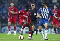 Fotball<br /> Champions League 2004/05<br /> Porto v Paris Saint Germain<br /> 2. november 2004<br /> Foto: Digitalsport<br /> NORWAY ONLY<br /> MODESTE M'BAMI (PSG) / MANICHE (POR)