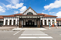 JR Kotohira Station is one of the most charming of all the retro old railway stations in Japan.  This is a marvel, especially since it was remodeled with seismic retrofitting in 2017 by an architectural firm in Tokyo.  The town of Kotohira is a tourism hot spot for visitors to Kotohira Shrine and nearby Zentsuji Temple, but does not see a lot of traffic. Nevertheless, it is a useful hub for the area with connections on the JR Dosan line and connections with nearby Kotoden Kotohira Station which is also wooden and retro albiet much smaller, nearby.