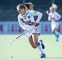 AMSTELVEEN - Amsterdam speelster  Kelly Jonker tijdens de hoofdklasse hockeywedstrijd tussen de vrouwen van Amsterdam en Terriers (4-0). COPYRIGHT KOEN SUYK