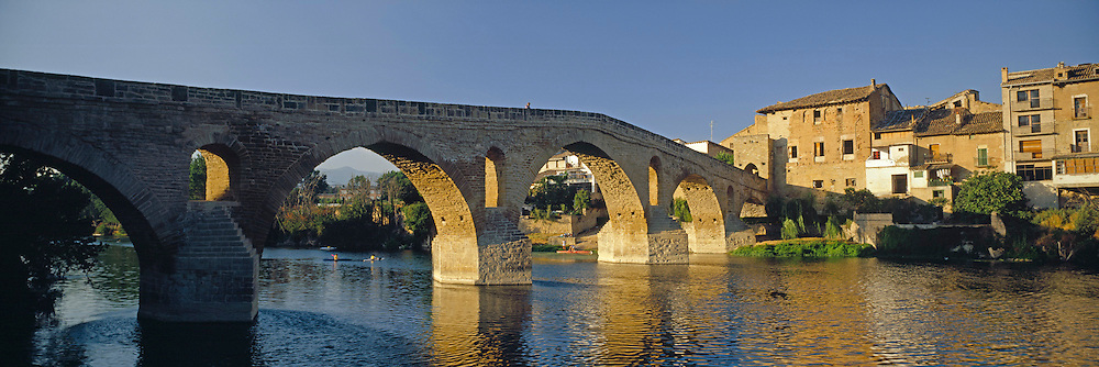 SPAIN, CASTILE-LEON Puente la Reina, medieval town with important bridge where pilgrim routes join, S. of Pamplona