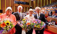 UTRECHT- Pat Peters, Ernst van der Pas en Ineke Blok worden onderscheiden  door voorzitter Jan Albers. . Algemene Ledenvergadering  KNHB bij de Rabobank in Utrecht. . COPYRIGHT KOEN SUYK