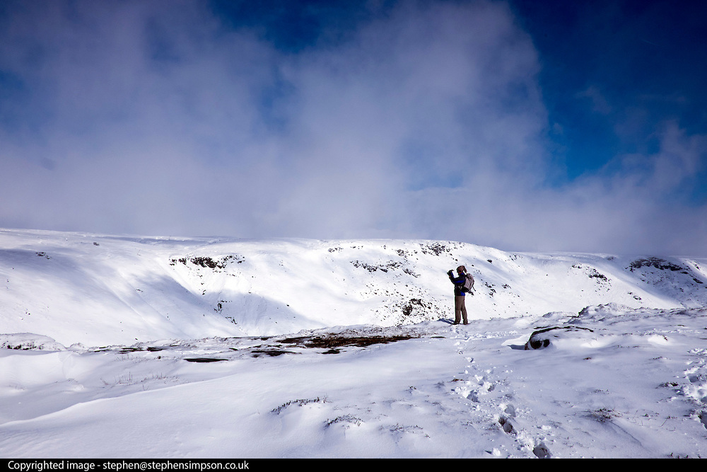 © Licensed to London News Pictures. 05/03/2016. Edale, UK. Ramblers and walkers in fresh snow on Kinder Scout in Edale 5th March 2016.  Photo credit : Stephen Simpson/LNP