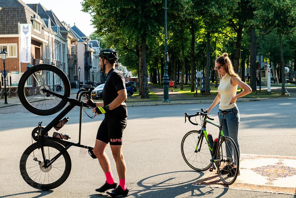Fietsers doen mee aan de toertocht van de Ronde van Utrecht, onderdeel van het wielerfestijn De Ronde van de Maliebaan dat ieder jaar wordt gehouden sinds de start van de Tour de France in 2015.<br /> <br /> Cyclists ride with the Tour of Utrecht, part of the cycling festival the Tour of the Maliebaan.