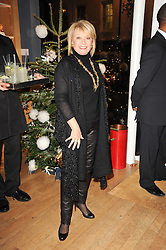 ELAINE PAIGE at a party to celebrate 25 years of the David Linley store , 60 Pimlico Road, London on 16th November 2010.