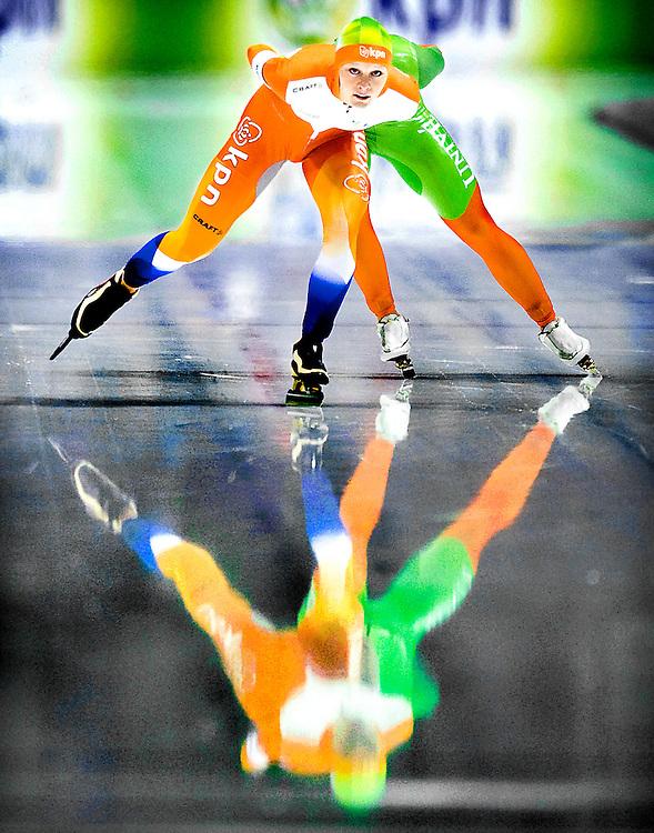 Nederland, Heerenveen, 06-11-2011.<br /> Schaatsen, Nederlands Kampioenschap Afstanden.<br /> 5000 meter, vrouwen.<br /> Pien Keulstra met in haar kilzog Janneke Ensing.<br /> Foto: Klaas Jan van der Weij