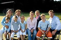 Jules en Frederique  Hustinx met kinderen , hockeyclub Bloemendaal.