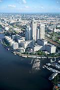 Nederland, Amsterdam, Zuid-As, Omval, 25-09-2002; Rembrandt, Mondriaan en Breitner torens langs rivier de Amstel, aan de Omval; dit gebied, met het hoofdkantoor Philips in de Breitner toren en daarnaast Delta Lloyd, vormt het begin van de Zuid-as; achter de kantoortorens het Amstelstation, aan het water stadsvilla's, woonboten en een jachthaven (rechtsonder); in vroeger tijden vormde de Omval een industriegebied; woonarken, stadsvernieuwing, economie, bedrijvigheid, stadgezicht, cumulusbewolking; zie ook andere foto's van deze lokatie; Rembrandt, Mondriaan and Breitner towers along the Amstel River;  headquarter Philips in the Breitner tower as well as Delta Lloyd; the complex, marks the beginning of the South axis ('city' - financial district); behind office towers the river Amstel with water villas and houseboats, in earlier times was this an industrial area; residential parks, urban renewal, economics, business, economy, trade, activity, townscape, economics, business, city, offices;Société Générale, <br /> luchtfoto (toeslag), aerial photo (additional fee)<br /> foto /photo Siebe Swart