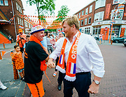 DEN HAAG, 17-06-2021 , Marktweg<br /> <br /> Koning Willem Alexander brengt een bezoek aan de Marktweg, die de prijs won als 'de Mooiste Oranjestraat van Nederland' naar aanleiding van een campagne om straten te versieren voor het EK voetbal. Bij het initiatief aan de Marktweg zijn veel buurtbewoners betrokken die samen zorgen voor het totale project. Het bezoek was voorafgaand aan de wedstijd Nederland-Oostenrijk. <br /> FOTO: Brunopress/POOL/Marco de Swart<br /> <br /> <br /> King Willem Alexander pays a visit to Marktweg, which won the award as 'The Most Beautiful Orange Street in the Netherlands' following a campaign to decorate streets for the European Football Championship. Many local residents are involved in the initiative on the Marktweg, who together take care of the entire project. The visit was prior to the Netherlands-Austria match.