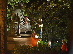 August 18, 2017 - Annapolis, Maryland, U.S. - Workers add straps to cradle the statue before lifting it from its pedestal. The statue of Roger Taney was removed from the front lawn of the Maryland State House on Thursday night. (Credit Image: © Matthew Cole/TNS via ZUMA Wire)