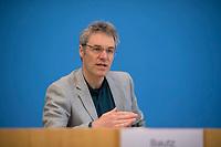 DEU, Deutschland, Germany, Berlin, 11.05.2021: Christoph Bautz, Geschäftsführer von Campact, in der Bundespressekonferenz zum Thema Bundestagswahl zur Klimawahl machen: Vorstellung der gemeinsamen Aktivitäten der deutschen Umweltorganisationen.