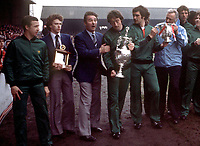 Fotball<br /> England historie<br /> Foto: Colorsport/Digitalsport<br /> NORWAY ONLY<br /> <br /> Nottingham Forest players  parade the League Championship Trophy and the League Cup before their fans . L to R. John McGovern, Tony Woodcock, Brian Clough (Manager), Frank Clark, Larry Lloyd and Peter Taylor (Coach).1/05/1978.