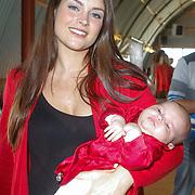 NLD/Amsterdam/20120718 - Boekpresentatie Regina Romeijn 'Vet man, zo'n baby!', Miljuschka Witzenhausen met kinderen