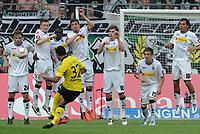 Fotball<br /> Tyskland<br /> 23.04.2011<br /> Foto: Witters/Digitalsport<br /> NORWAY ONLY<br /> <br /> v.l. Tony Jantschke, Marco Reus, Mohamadou Idrissou, Roman Neustaedter, Håvard Nordtveit, Patrick Herrmann, Juan Arango (Gladbach), Antonio da Silva (Dortmund)<br /> <br /> Bundesliga, Borussia Mönchengladbach - Borussia Dortmund 1:0